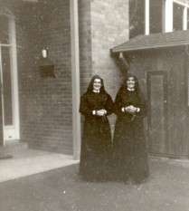 https://www.loreto.org.au/wp-content/uploads/2018/11/St.-Thomas-the-Apostle-Parish-School-Blackburn.jpg